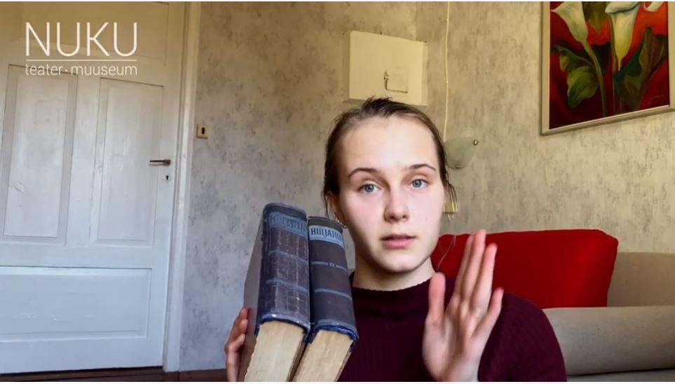 Eesti Noorsooteatri raamaturiiul