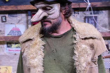 Pühapäeval esietendub maskide ja rütmidega röövlimürgel